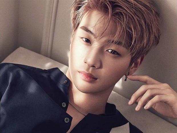 Nhọ như Kang Daniel: Bị công ty cũ ngáng đường, vừa debut đã dính scandal tình ái, tương lai sẽ ra sao? - Ảnh 5.