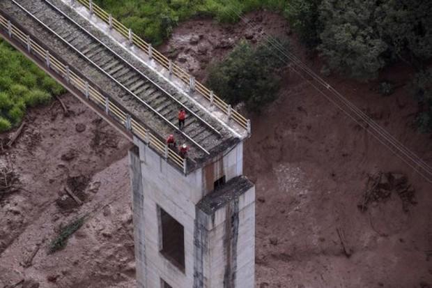 Vỡ đập nước thải ở Brazil: Cơ hội sống sót của 300 người mất tích rất mong manh - Ảnh 1.