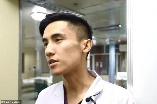 Gặp gỡ vị bác sỹ Trung Quốc chuyên phẫu thuật cho trái cây để nâng cao nhận thức về phẫu thuật cho cộng đồng - Ảnh 5.
