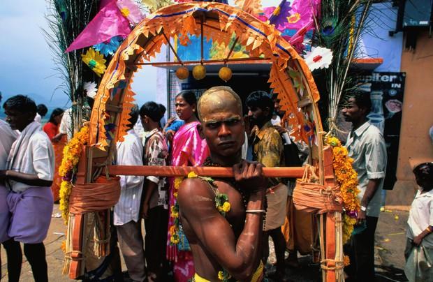 Thaipusam - Lễ hội hoang dại nhất thế giới: khi con người sẵn sàng chịu đau đớn để được an lành - Ảnh 3.
