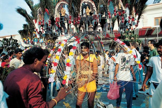 Thaipusam - Lễ hội hoang dại nhất thế giới: khi con người sẵn sàng chịu đau đớn để được an lành - Ảnh 6.