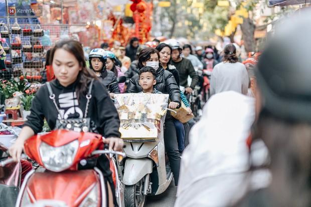 Rộn ràng không khí Tết tại chợ hoa Hàng Lược - phiên chợ truyền thống lâu đời nhất ở Hà Nội - Ảnh 2.