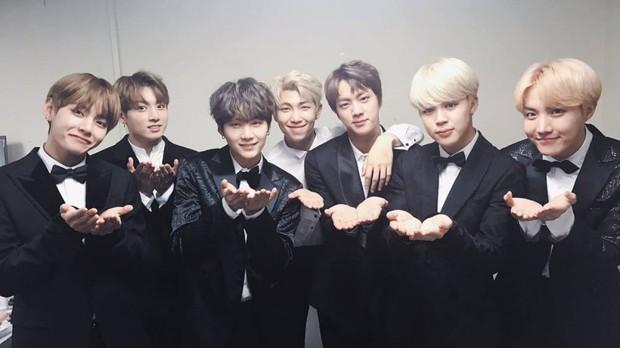 """BTS đã """"càn quét"""" tất cả các lễ trao giải âm nhạc của Hàn Quốc năm 2018 như thế nào? - Ảnh 1."""