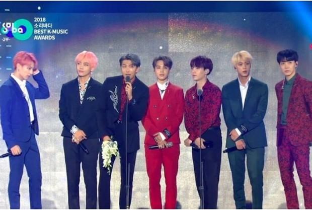"""BTS đã """"càn quét"""" tất cả các lễ trao giải âm nhạc của Hàn Quốc năm 2018 như thế nào? - Ảnh 2."""