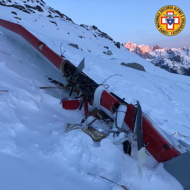 Trực thăng và máy bay đâm nhau giữa trời, 7 người thiệt mạng - Ảnh 1.