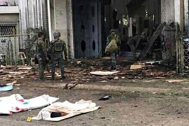Đánh bom kép rúng động Philippines: Gần 100 người thương vong - Ảnh 1.