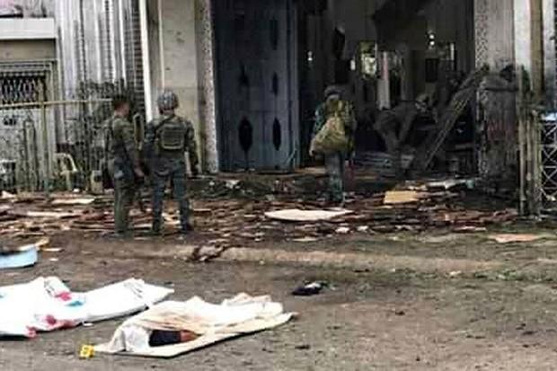 Vụ đánh bom nhà thờ Philippines: Chính phủ tuyên bố sẽ truy lùng bằng được các phần tử khủng bố - Ảnh 3.