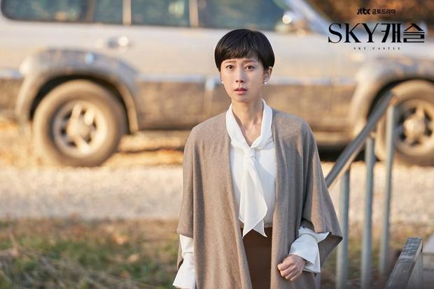 BXH mẫu nữ Hàn hot nhất: Nữ thần Irene vẫn trụ lại top 2, nhưng mỹ nhân giữ ngôi vương và số thứ 3 mới gây bất ngờ - Ảnh 1.