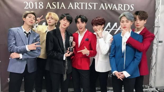 """BTS đã """"càn quét"""" tất cả các lễ trao giải âm nhạc của Hàn Quốc năm 2018 như thế nào? - Ảnh 10."""