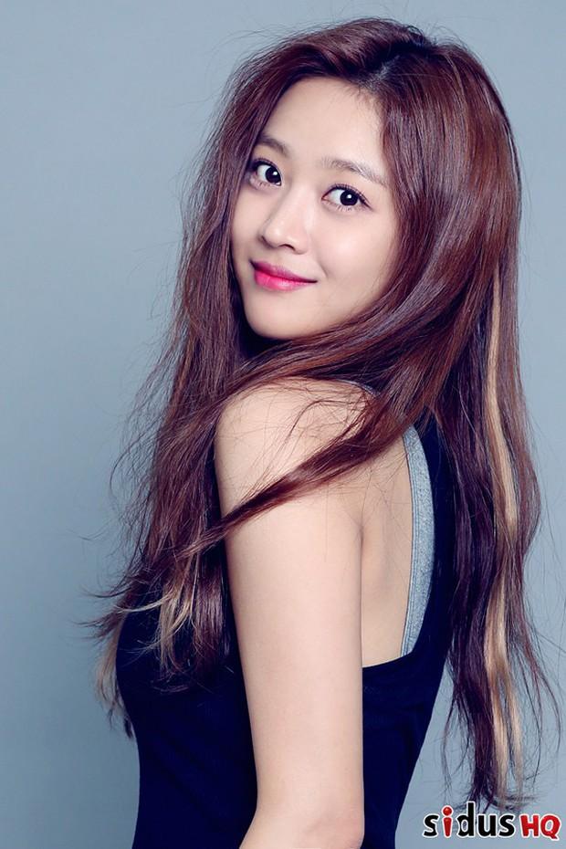 BXH mẫu nữ Hàn hot nhất: Nữ thần Irene vẫn trụ lại top 2, nhưng mỹ nhân giữ ngôi vương và số thứ 3 mới gây bất ngờ - Ảnh 5.