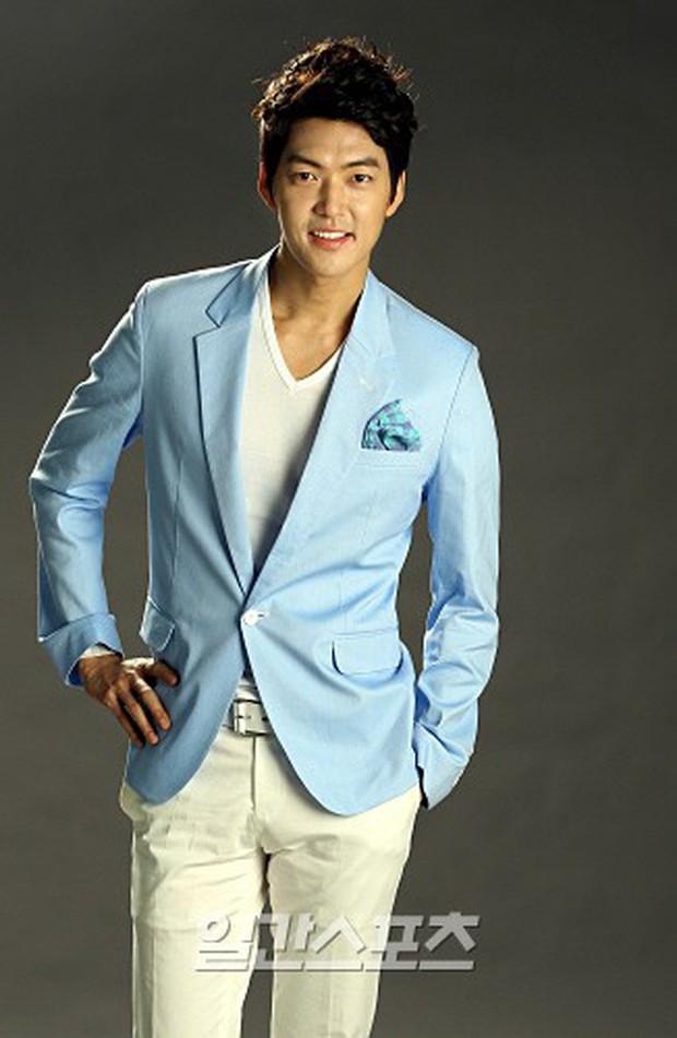 4 tin đồn đồng tính gây sốc nhất lịch sử Kbiz: Yuri và Son Ye Jin yêu tay ba, idol nam cắm sừng nhau - Ảnh 6.