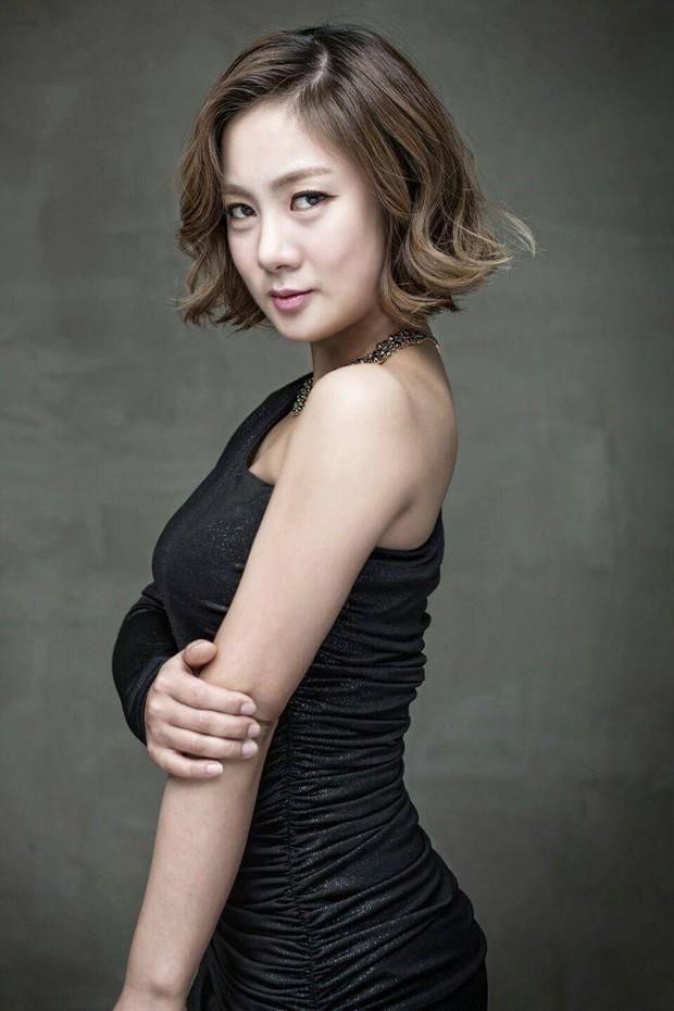 BXH mẫu nữ Hàn hot nhất: Nữ thần Irene vẫn trụ lại top 2, nhưng mỹ nhân giữ ngôi vương và số thứ 3 mới gây bất ngờ - Ảnh 9.