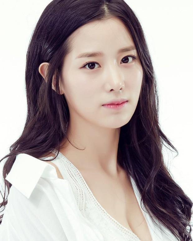 BXH mẫu nữ Hàn hot nhất: Nữ thần Irene vẫn trụ lại top 2, nhưng mỹ nhân giữ ngôi vương và số thứ 3 mới gây bất ngờ - Ảnh 10.