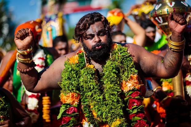 Thaipusam - Lễ hội hoang dại nhất thế giới: khi con người sẵn sàng chịu đau đớn để được an lành - Ảnh 1.