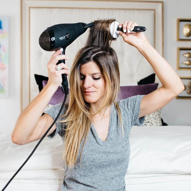 Sai lầm thường gặp khi dùng máy sấy tóc mà hội con gái rất hay mắc phải - Ảnh 4.