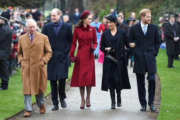Đôi điều chưa biết về chàng trợ lý truyền thông điển trai mới của Hoàng gia Anh khiến chị em phát cuồng - Ảnh 4.