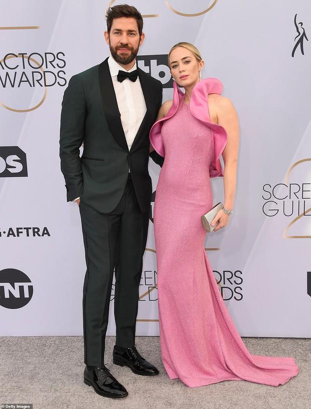Dàn mỹ nhân thi nhau diện váy hở ngực tại lễ trao giải danh giá, riêng Lady Gaga lại lộ khuyết điểm tế nhị - Ảnh 11.