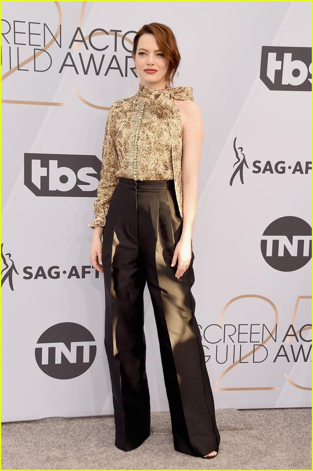 Dàn mỹ nhân thi nhau diện váy hở ngực tại lễ trao giải danh giá, riêng Lady Gaga lại lộ khuyết điểm tế nhị - Ảnh 8.
