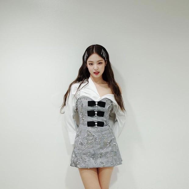 Vẫn là váy cũ nhưng cách Jennie mặc trước và sau khi chia tay thật sự ra dáng độc thân tỏa sáng - Ảnh 2.