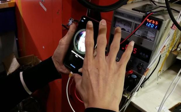Anh chàng YouTuber tự chế một chiếc iPhone X từ linh kiện Trung Quốc mua ngoài chợ, chi phí chỉ 500 USD - Ảnh 8.