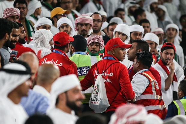 Đội tuyển thua nhục nhã, CĐV nước chủ nhà UAE còn để lại hình ảnh vô cùng xấu xí - Ảnh 5.