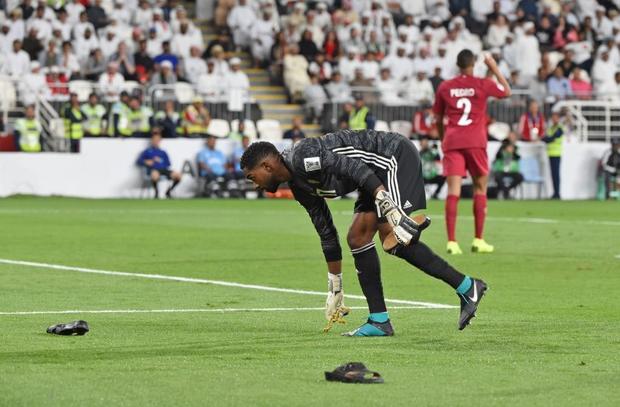 Đội tuyển thua nhục nhã, CĐV nước chủ nhà UAE còn để lại hình ảnh vô cùng xấu xí - Ảnh 2.