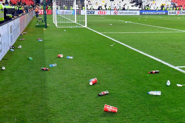 Đội tuyển thua nhục nhã, CĐV nước chủ nhà UAE còn để lại hình ảnh vô cùng xấu xí - Ảnh 7.