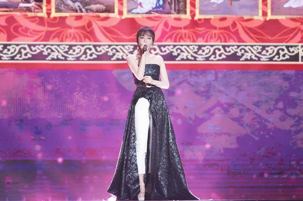 """Diện váy xẻ sâu cùng quần dài, """"nữ hoàng bảo thủ"""" Tần Lam lại khiến netizen người khen kẻ chê - Ảnh 3."""