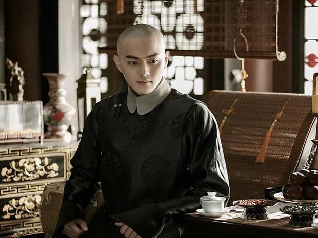 Chiêu Dao mở màn tào lao, đáng đánh đòn nhất là cái sẹo kẽm gai trên mặt Hứa Khải! - Ảnh 1.