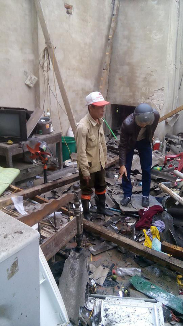 Sau tiếng nổ lớn làm sập mái nhà nghi do pháo, 4 người thương vong - Ảnh 1.