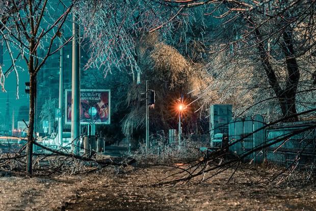 Sau một trận mưa băng giá, thành phố Bucharest bỗng biến thành phim kinh dị hậu tận thế - Ảnh 2.