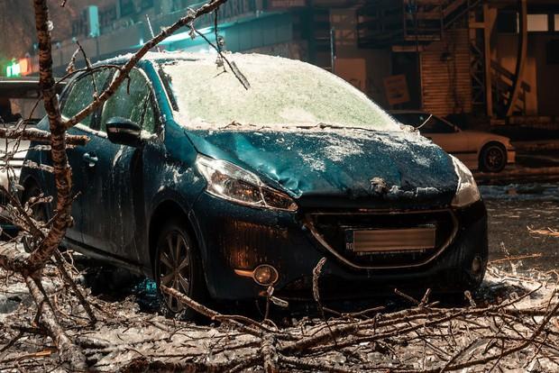 Sau một trận mưa băng giá, thành phố Bucharest bỗng biến thành phim kinh dị hậu tận thế - Ảnh 5.