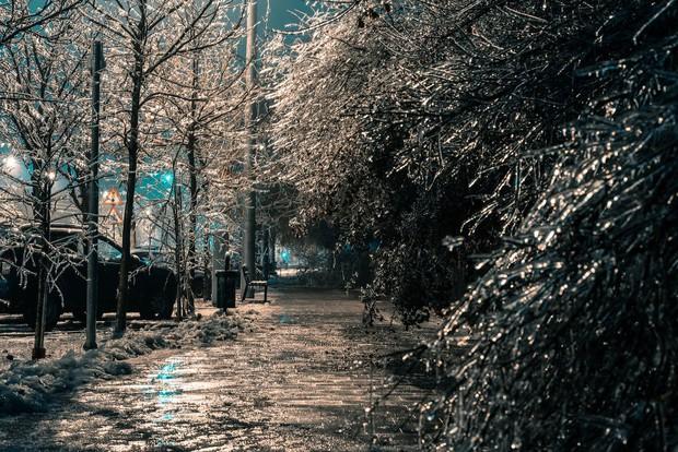 Sau một trận mưa băng giá, thành phố Bucharest bỗng biến thành phim kinh dị hậu tận thế - Ảnh 7.