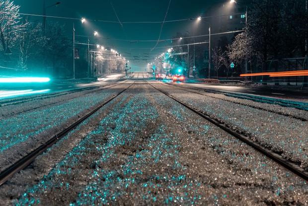 Sau một trận mưa băng giá, thành phố Bucharest bỗng biến thành phim kinh dị hậu tận thế - Ảnh 13.