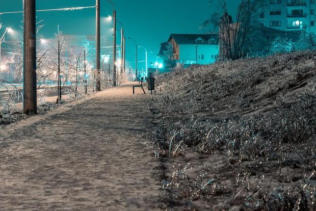 Sau một trận mưa băng giá, thành phố Bucharest bỗng biến thành phim kinh dị hậu tận thế - Ảnh 15.