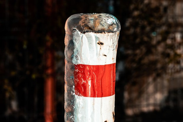 Sau một trận mưa băng giá, thành phố Bucharest bỗng biến thành phim kinh dị hậu tận thế - Ảnh 17.