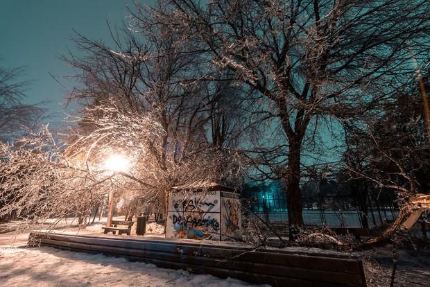 Sau một trận mưa băng giá, thành phố Bucharest bỗng biến thành phim kinh dị hậu tận thế - Ảnh 18.