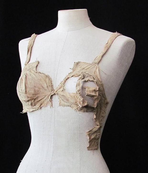 Đồ lót dây nhỏ đã có từ 500 năm trước và điều này có thể viết lại một phần lịch sử ngành thời trang - Ảnh 2.