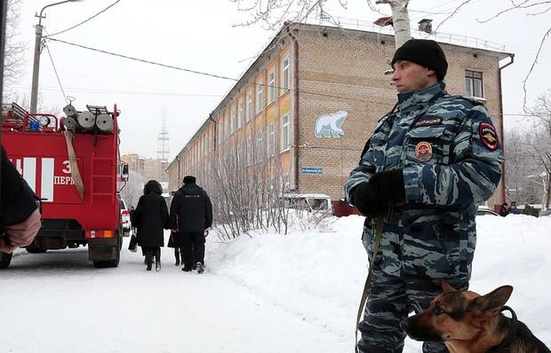Sơ tán trường học tại Nga sau đe dọa đánh bom  - Ảnh 1.