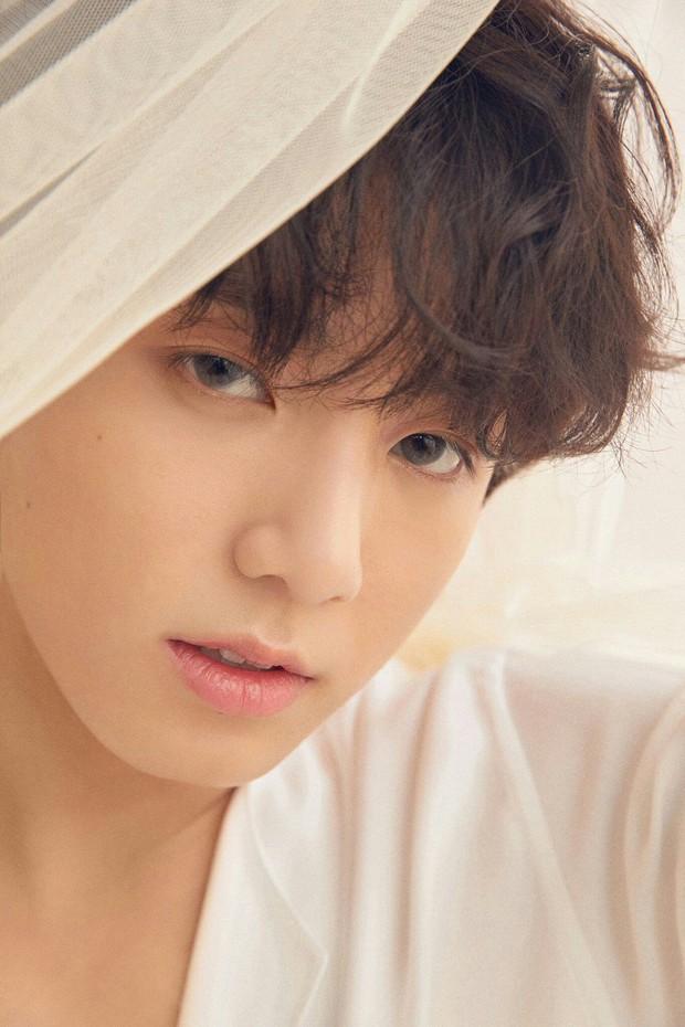 Em út BTS xưng danh gương mặt đẹp trai thứ 2 thế giới: Cực phẩm, được Billboard gọi tên vì body như thần điêu khắc - Ảnh 4.