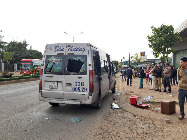 Xe khách 16 chỗ gây tai nạn liên hoàn, 4 người thương vong - Ảnh 1.