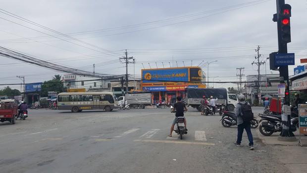 Người dân sống gần hiện trường vụ container gây tai nạn thảm khốc ở Long An: Con đường đã xuống cấp, liên tục xảy ra tai nạn - Ảnh 2.