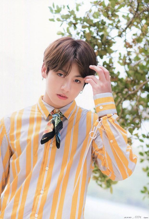 Em út BTS xưng danh gương mặt đẹp trai thứ 2 thế giới: Cực phẩm, được Billboard gọi tên vì body như thần điêu khắc - Ảnh 9.