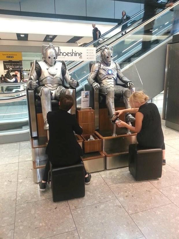 Chùm ảnh chứng minh: Sân bay là nơi hài hước nhất cũng là nơi cảm động nhất thế gian - Ảnh 13.