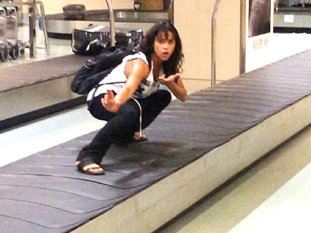 Chùm ảnh chứng minh: Sân bay là nơi hài hước nhất cũng là nơi cảm động nhất thế gian - Ảnh 15.