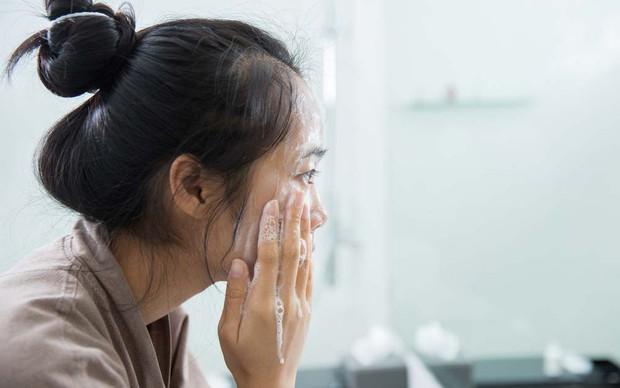 Những thói quen khi ngủ khiến làn da của bạn trở nên xấu xí - Ảnh 2.