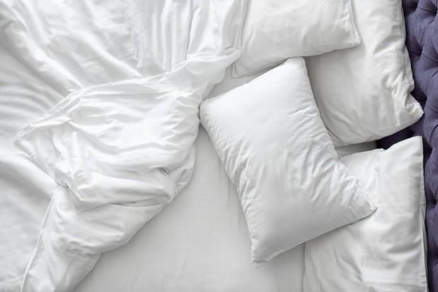 Những thói quen khi ngủ khiến làn da của bạn trở nên xấu xí - Ảnh 5.