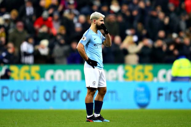 Đương kim vô địch Ngoại hạng Anh thua sốc đối thủ nhóm cuối bảng, công sức bám đuổi đội dẫn đầu dần biến thành công cốc - Ảnh 7.