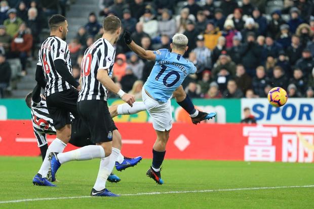 Đương kim vô địch Ngoại hạng Anh thua sốc đối thủ nhóm cuối bảng, công sức bám đuổi đội dẫn đầu dần biến thành công cốc - Ảnh 4.