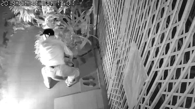 Chọn nhầm nhà để ăn trộm, kẻ gian bỗng dưng phải còng lưng bê vác rồi bất lực bỏ lại chậu mai - Ảnh 3.